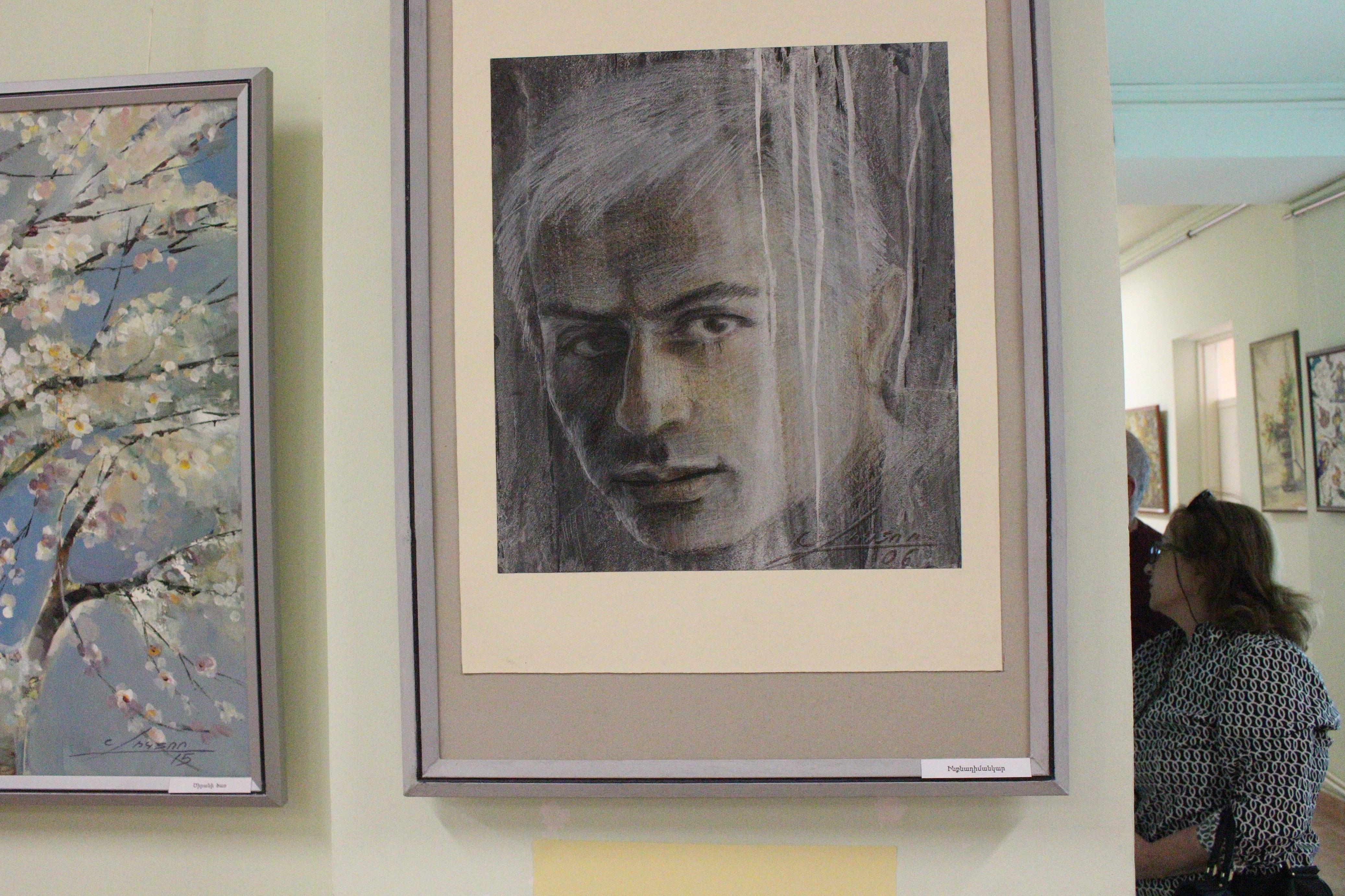 <<Գույների կախարդանք>> խորագիրը կրող անհատական ցուցահանդեսը, որը նվիրված էր Վիկտոր Հովհաննիսյանի 70-ամյակին
